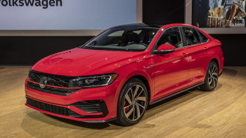 Vw Jetta Gli Gets Features Of Golf Gti R At The Chicago