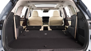 Toyota Highlander Cargo Space >> 2020 Toyota Highlander Reviews Features Fuel Economy