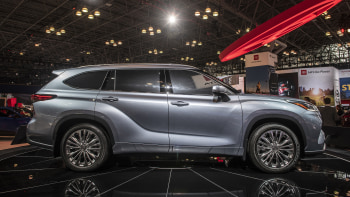 2020 toyota highlander first look new york auto show autoblog 2020 toyota highlander first look new