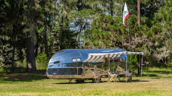 Bowlus unveils $185,000 Road Chief Endless Highways - Autoblog on mobile blue car, recreational car, hybrid camper motorhome car, motorhome with car, animated car, mobile car wash, mobile car service, rat rod show car,