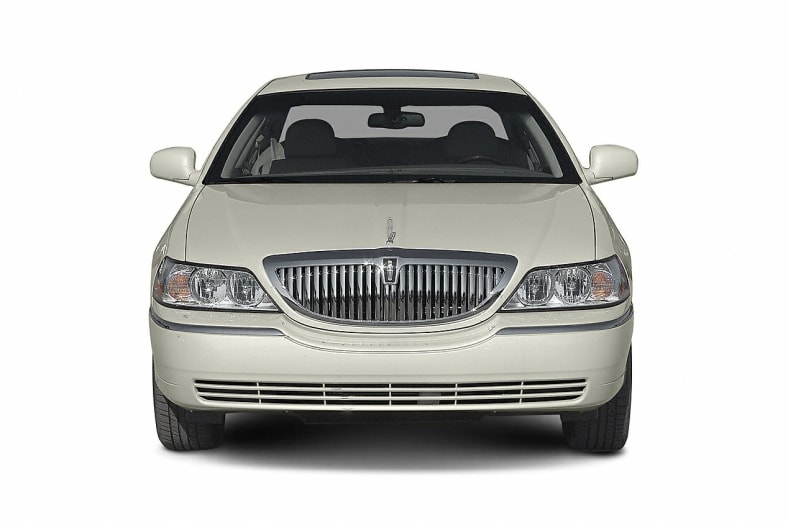 2004 Lincoln Town Car Ultimate 4dr Sedan Pictures