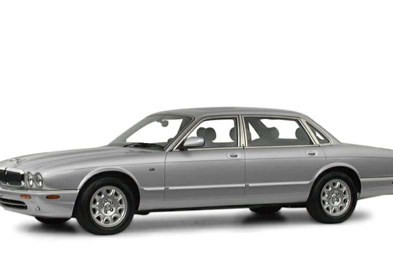 2001 XJ8