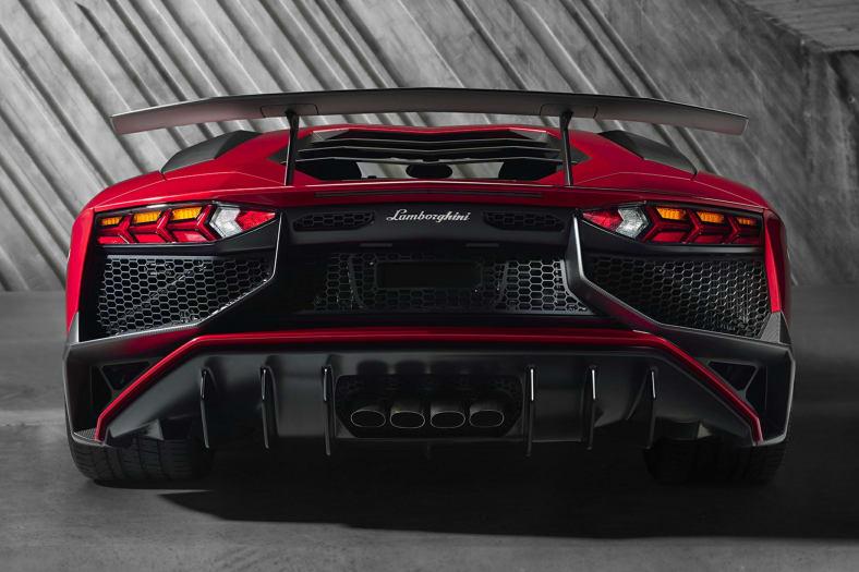 2016 Aventador
