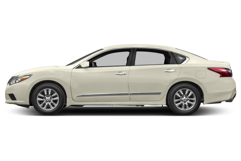 2017 Nissan Altima Pictures
