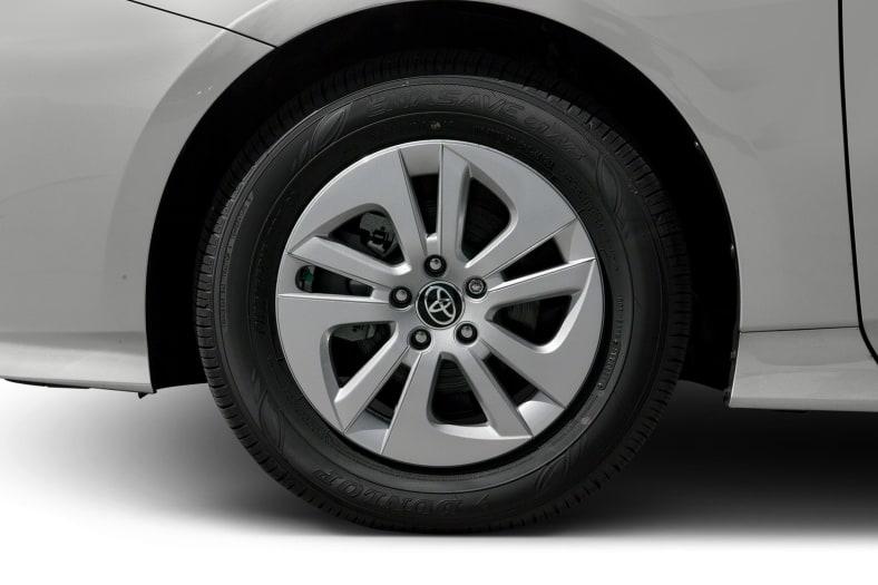 2017 Toyota Prius Exterior Photo
