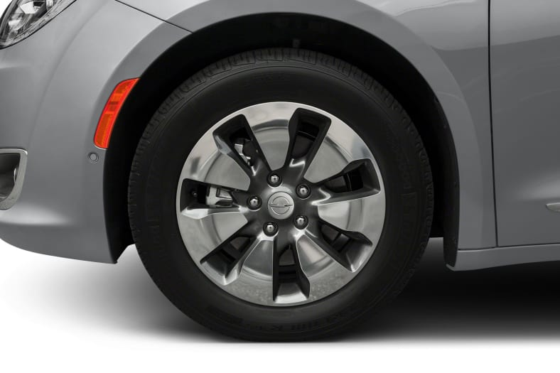 2017 Chrysler Pacifica Hybrid Exterior Photo