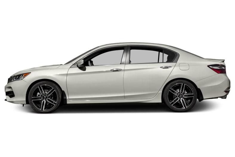 2017 honda accord sport 4dr sedan pictures autoblog - 2017 honda accord sport se interior ...