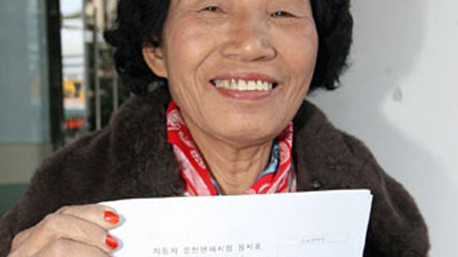 South Korean woman passes driver's exam on 950th try