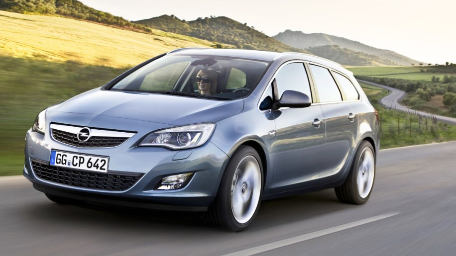 Opel Astra Sports Tourer 2011 Photo Gallery Autoblog