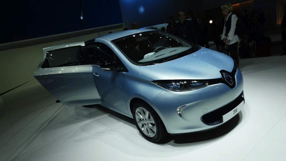 renault zoe shows its low cost all electric face autoblog. Black Bedroom Furniture Sets. Home Design Ideas