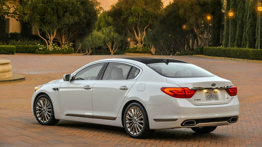 2016 Kia K900 V-6 First Test Review: Finding the Sweet Spot in a ...