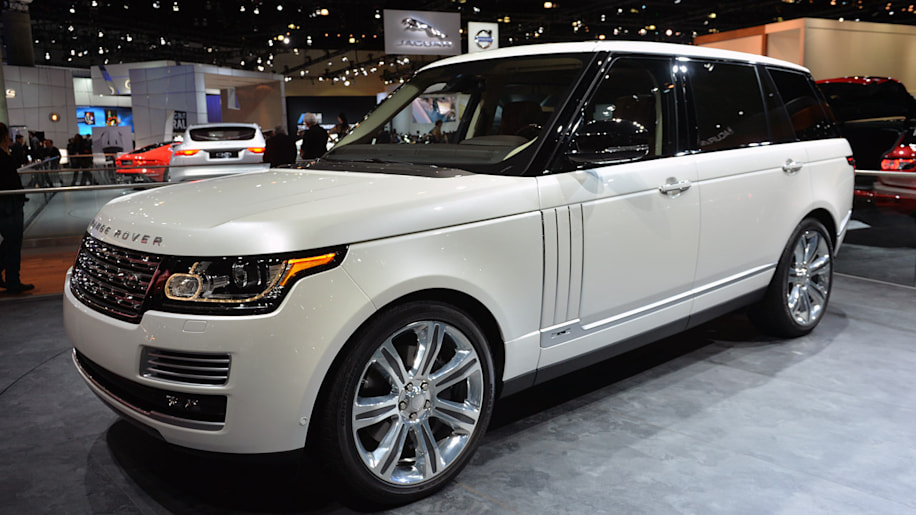 2014 land rover range rover autobiography black lwb is a 185k mountain climbing limo autoblog. Black Bedroom Furniture Sets. Home Design Ideas