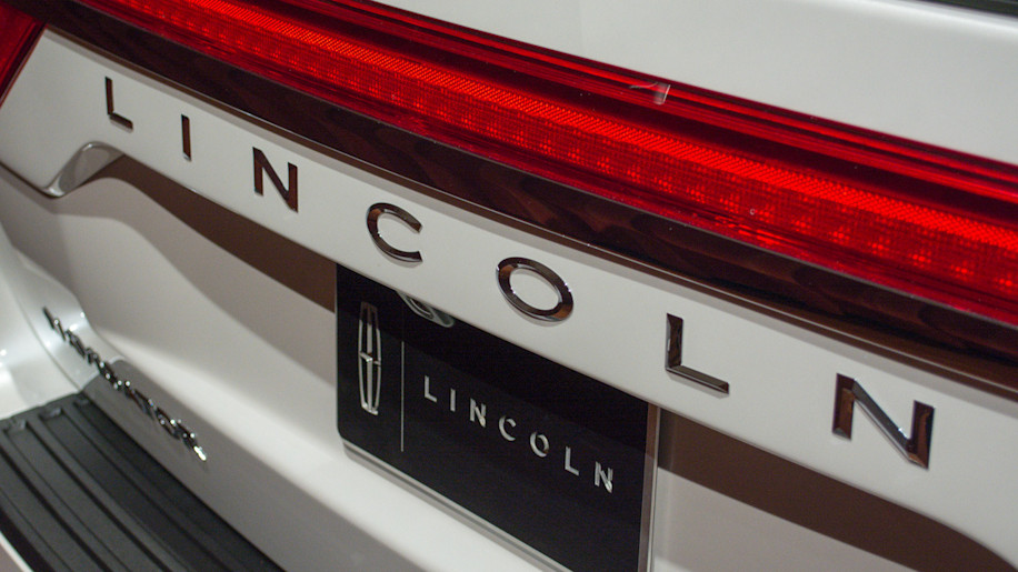 2015 lincoln navigator live reveal photo gallery autoblog. Black Bedroom Furniture Sets. Home Design Ideas