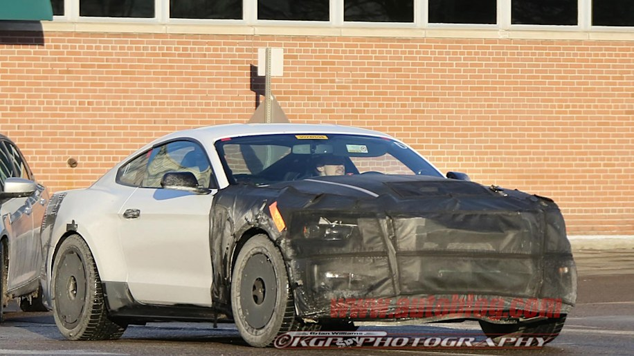 Ford Mustang GT350 drops some camo - Autoblog