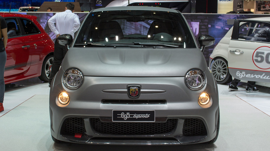 abarth 695 biposto revealed as quickest fiat 500 yet autoblog. Black Bedroom Furniture Sets. Home Design Ideas
