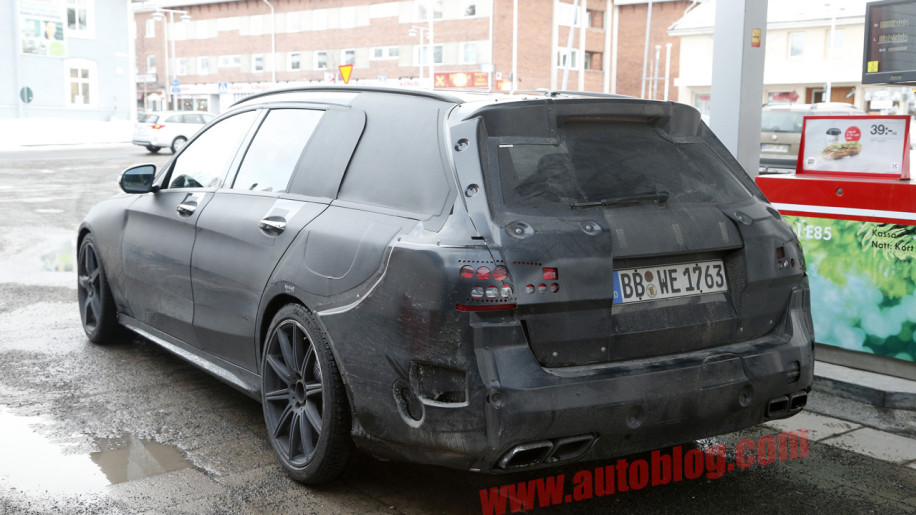 Mercedes benz c63 amg wagon spy shots photo gallery autoblog for Mercedes benz c63 amg wagon
