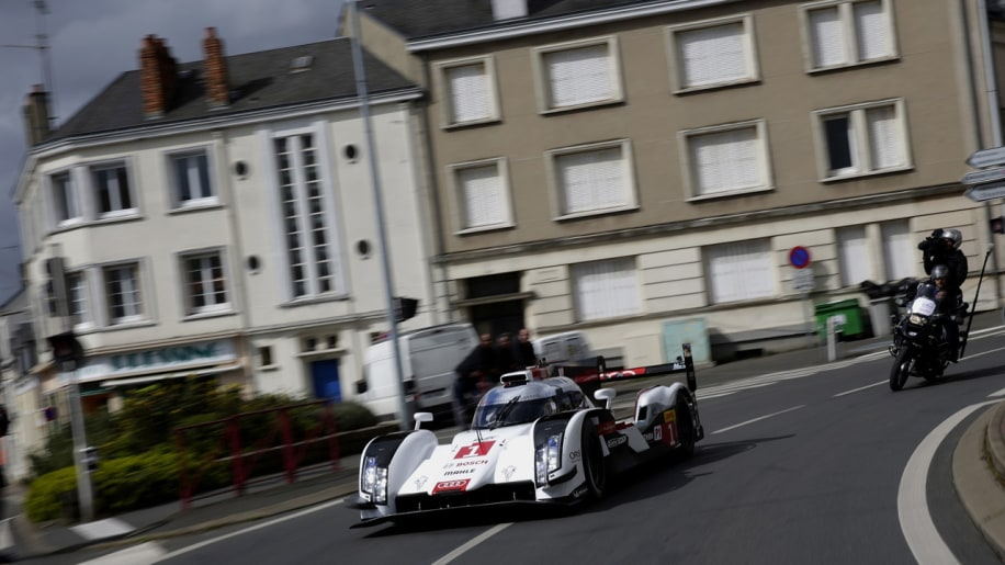 Audi R18 E-tron gets new livery, mixes it up in city traffic [w/video]
