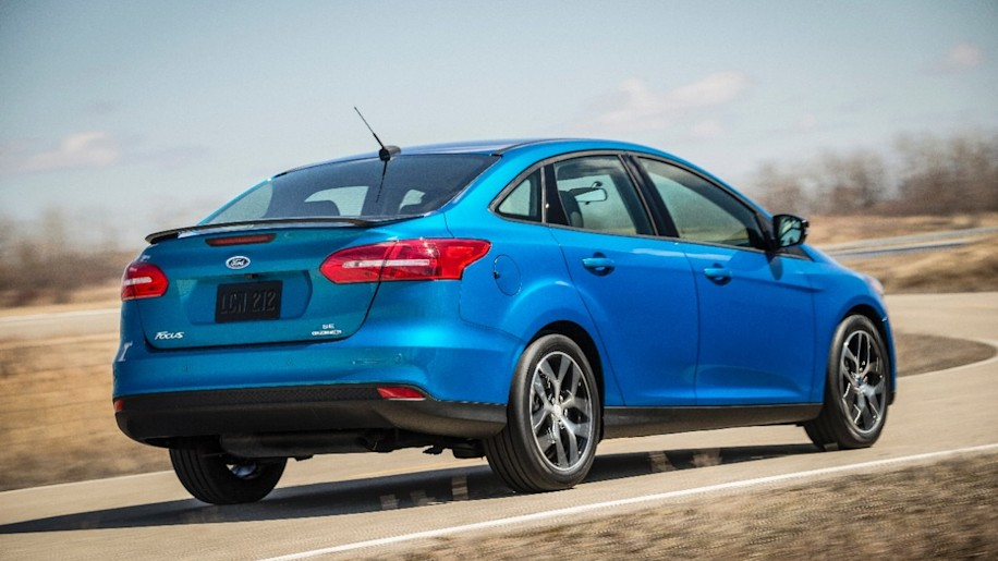 2015 ford focus sedan photo gallery autoblog for Ford motor credit interest rates for tier 4