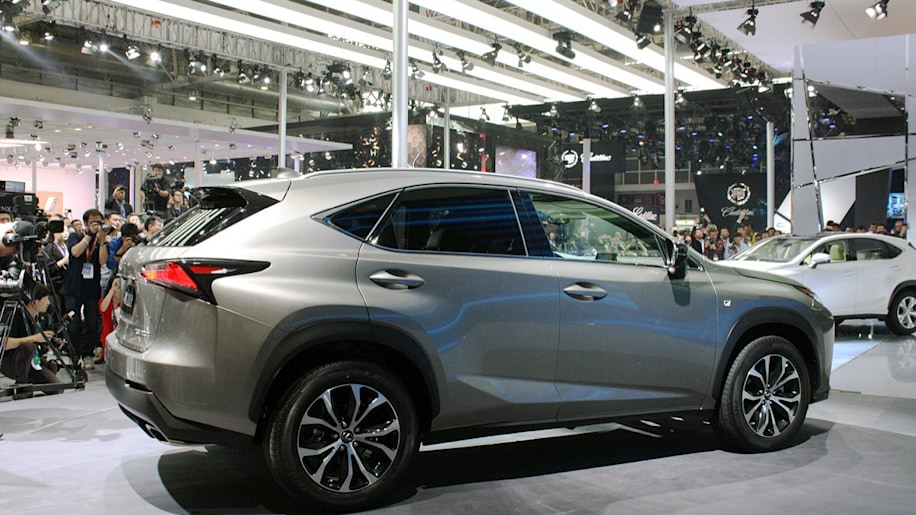 lexus nx debuts in turbocharged and hybrid guise autoblog. Black Bedroom Furniture Sets. Home Design Ideas