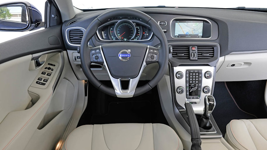 Volvo v40 cross country gets the all wheel drive it for Interior volvo v40