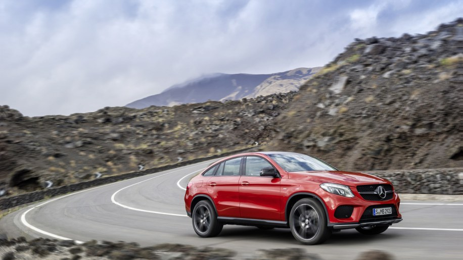 mercedes benz gle coupe is ready to tackle bmw 39 s x6 autoblog. Black Bedroom Furniture Sets. Home Design Ideas
