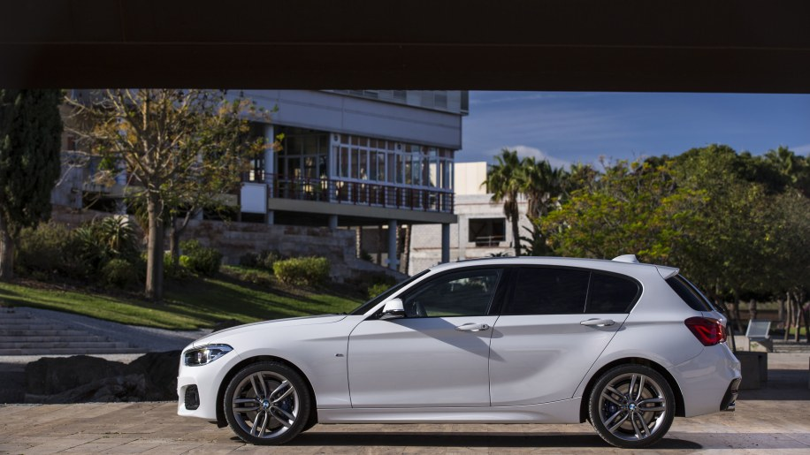 BMW Series Facelift Revealed Wvideo Autoblog - Bmw 1 series 2015
