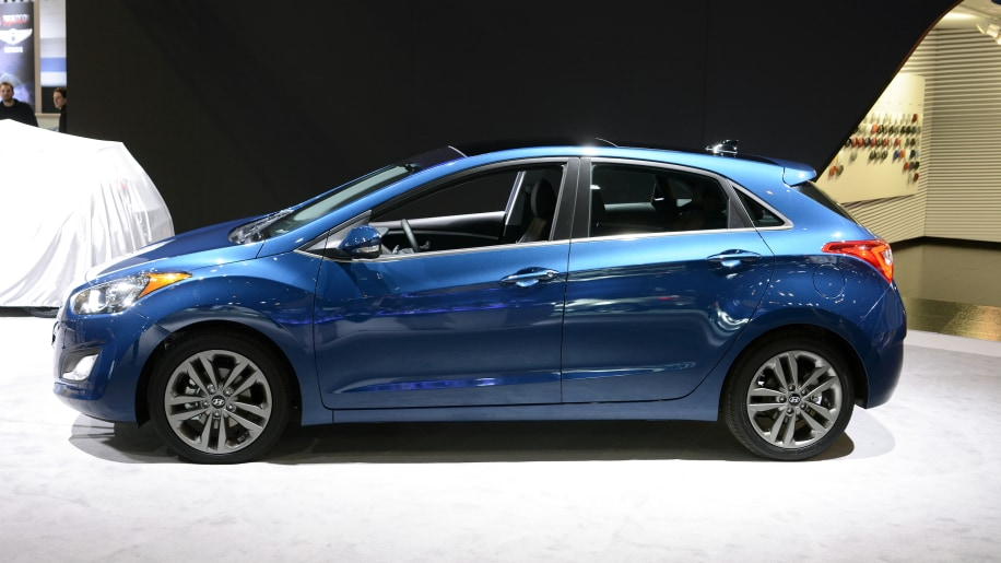 2016 hyundai elantra gt gets refreshed with a big new face. Black Bedroom Furniture Sets. Home Design Ideas