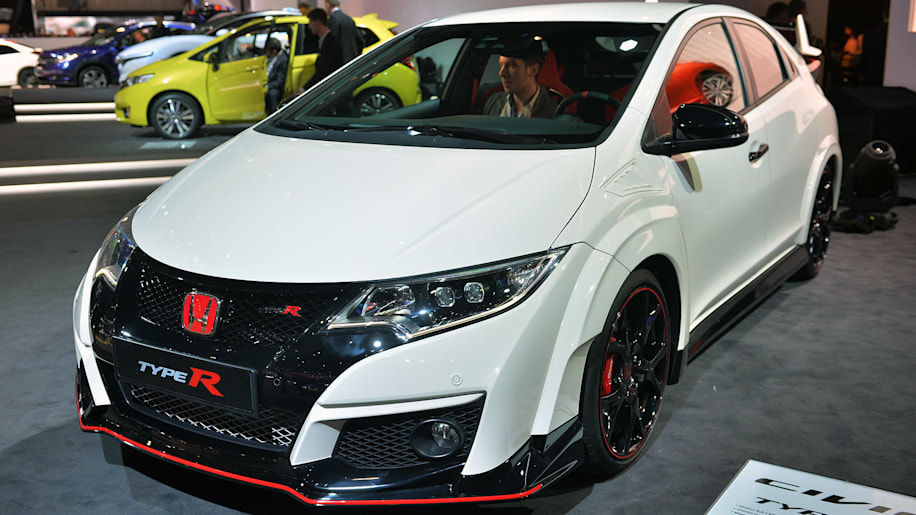 2016 honda civic type r shows sometimes the grass really is greener w video autoblog. Black Bedroom Furniture Sets. Home Design Ideas
