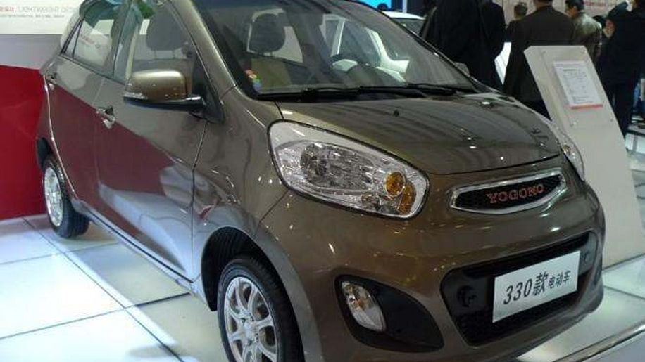 Yogomo 330 EV (Chinese clone of Kia Picanto), grey, front three-quarter