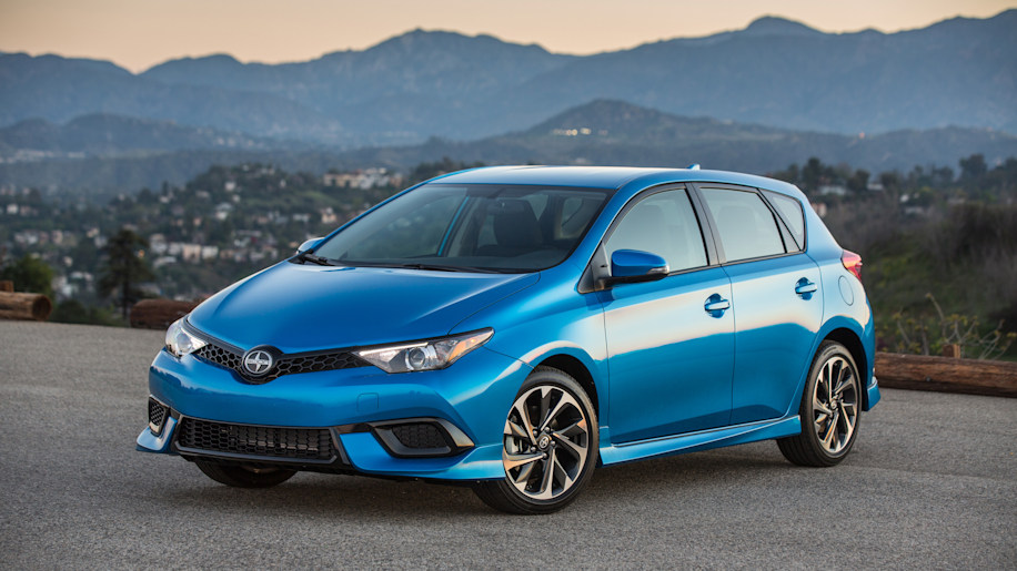 2016 scion im hatchback front angle