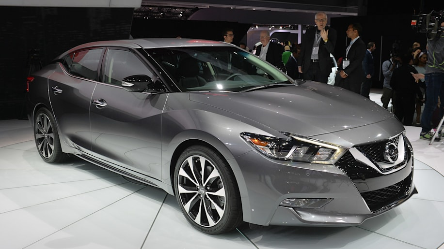 2015 Nissan Maxima >> 2016 Nissan Maxima Offers 300 Hp And 30 Mpg For 32 410 W Video