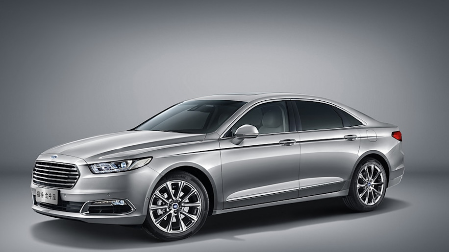 Ford Taurus in silver for China
