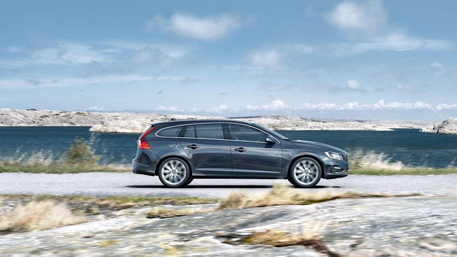 2015 Volvo V60 in blue at the ocean