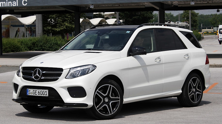 2016 Mercedes-Benz GLE front 3/4 view