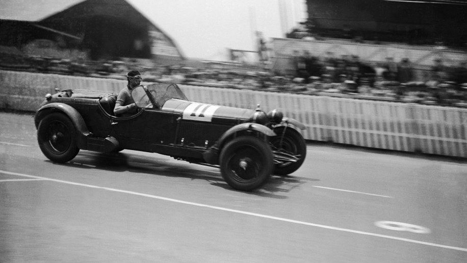 A Alfa Romeo 8C On The Circuit Of 24 Hours Of Le Mans En 1933