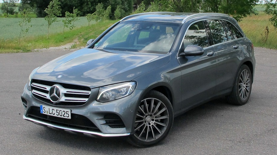 2016 Mercedes-Benz GLC250 front 3/4 view