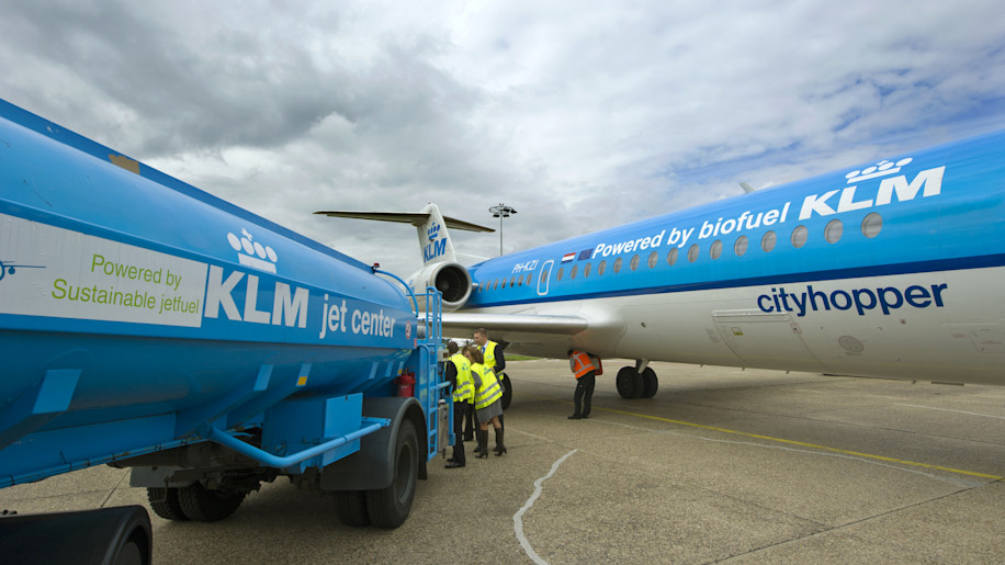 Staff prepare the KLM Fokker 70 cityhopp