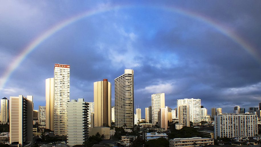 USA, Hawaii, Honolulu, Rainbow over city skyline