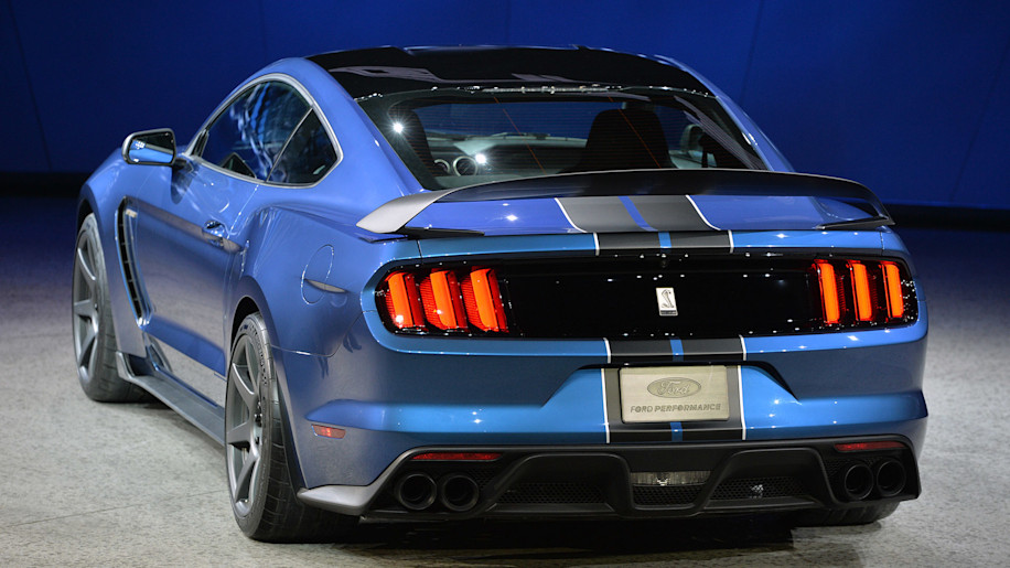 2016 Ford Shelby GT350R spoiler