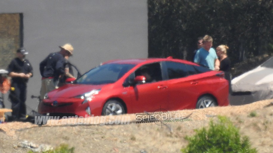 2016 Toyota Prius caught uncovered
