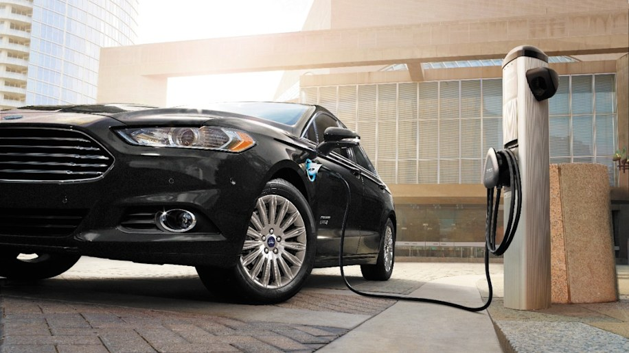 2016 Ford Fusion Energi PHEV charging. & Ford invests $4.5 billion to build more electric cars - Autoblog markmcfarlin.com