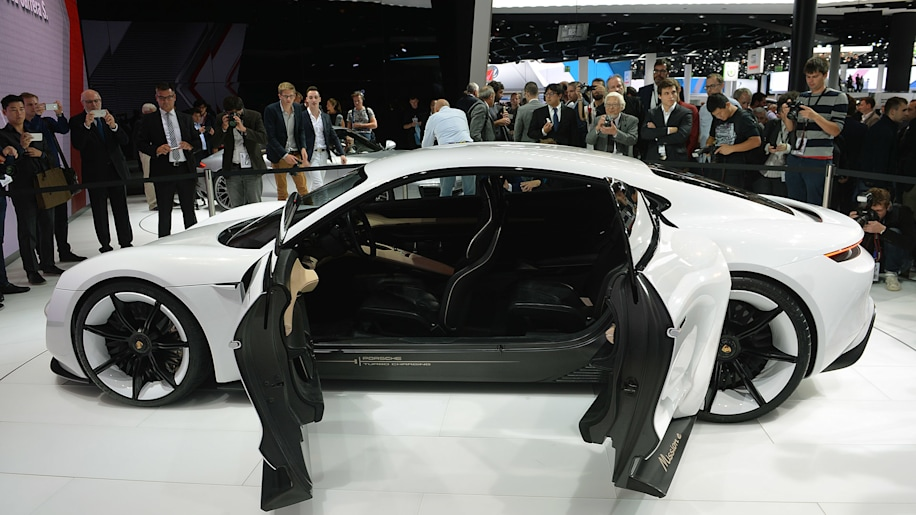 porsche wants to sell 20 000 mission e sedans a year autoblog. Black Bedroom Furniture Sets. Home Design Ideas