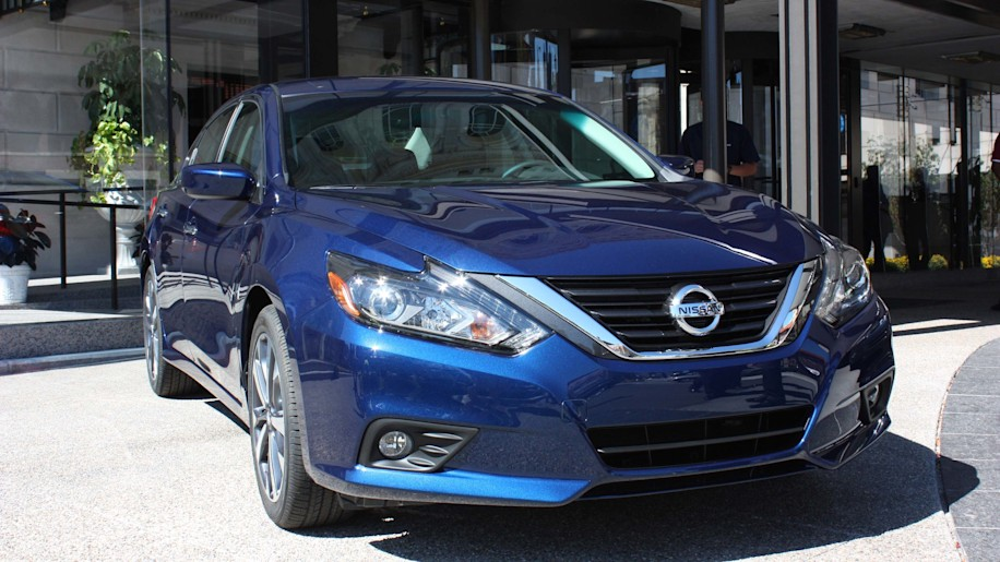 2016 nissan altima gets sr model 39 mpg 3 press releases w video autoblog. Black Bedroom Furniture Sets. Home Design Ideas