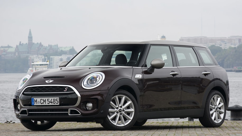 2016 Mini Cooper S Clubman front 3/4 view