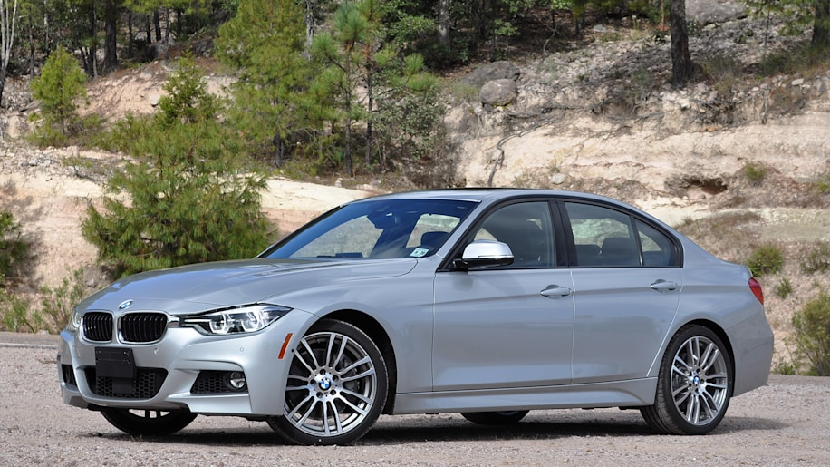 2016 BMW 3 Series front 3/4 view