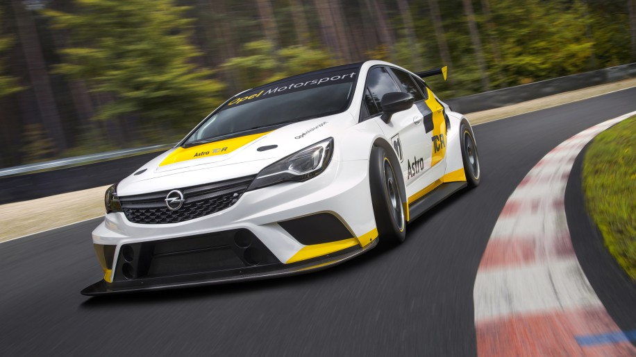Opel Astra TCR track front 3/4