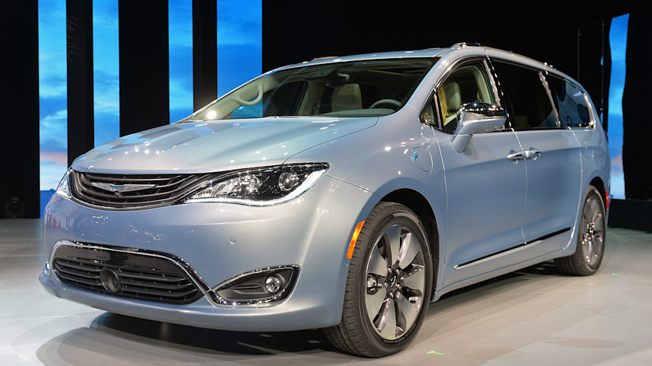 2017 chrysler pacifica hybrid starts at 43 090 or just over 35 000 with a tax credit autoblog. Black Bedroom Furniture Sets. Home Design Ideas