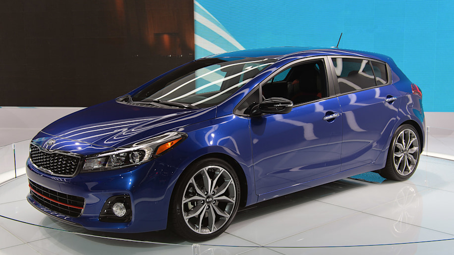 kia forte and forte5 bring fresh new duds to detroit autoblog. Black Bedroom Furniture Sets. Home Design Ideas