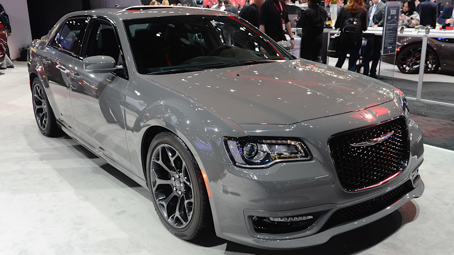 2017 chrysler 300s sport appearance package makes tweaks autoblog. Black Bedroom Furniture Sets. Home Design Ideas