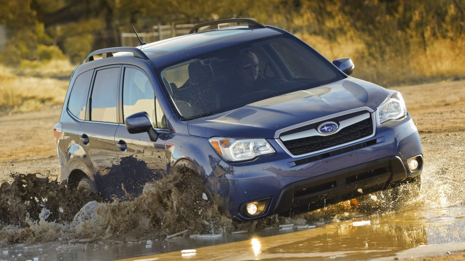 Subaru Forester 2.5i Premium in mud